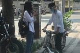 Sự cố ngày khai giảng khiến 2 học sinh đứng ngẩn giữa đường, ai nấy nhìn vào bánh xe cũng sửng sốt