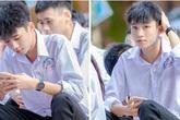 Về thăm trường cấp 3 ngày khai giảng, nam sinh 2K1 gây sốt vì đẹp trai lai láng, biểu cảm siêu cấp dễ thương