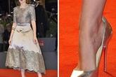Khi các mỹ nhân trời Tây diện giày cao gót rộng: Không phải sai, mà là một chiêu bài tuyệt hay