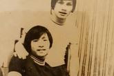 MC Lại Văn Sâm thời trẻ tóc dài, quần ống loe