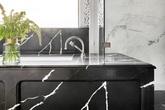 Đừng phân vân khi chọn đá cẩm thạch cho phòng tắm gia đình bởi chúng có bề mặt ngày càng sáng bóng theo thời gian