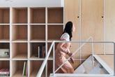Căn hộ 33m² làm từ gỗ bạch dương tích hợp và gạch trắng tráng men siêu ấn tượng