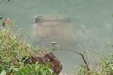 Nữ tài xế mắc kẹt tử vong trên ghế lái sau khi ô tô con chìm xuống sông