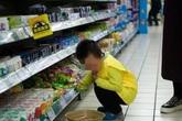 Con trai bóp nát mì trong siêu thị, khi yêu cầu bồi thường thì người mẹ lại đưa ra lý do không chấp nhận được