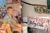 Ngôi nhà dán chi chít ghi chú đặc biệt của đôi vợ chồng nửa thế kỷ bên nhau không con cái: Ông đi bán vé số, ngày nào cũng mong bán nhanh để về với bà!
