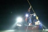 1 học sinh bị ngã xuống sông 7 em còn lại nhảy xuống giúp nhưng không thành