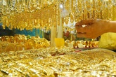 Giá vàng hôm nay 10/1: Rớt giá thảm, người mua lỗ nặng