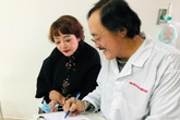 Nghệ sĩ Giang còi nhập viện vì mất tiếng, nghi có khối u ở họng