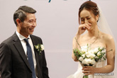 NSND Công Lý hôn cô dâu kém 15 tuổi