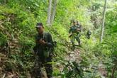 Cán bộ biên phòng luồn rừng, băng suối chống dịch ngày cuối năm