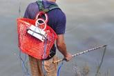 Người đàn ông suýt mất mạng vì dùng điện bắt cá