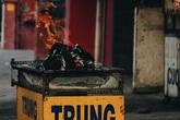 Người Sài Gòn tấp nập mua cá lóc cúng ông Công ông Táo, chủ tiệm nướng mỏi tay không kịp bán