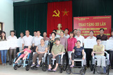 Quảng Ninh: Trao tặng 100 xe lăn cho người khuyết tật