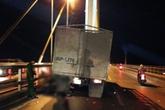 Đâm vào xe tải đỗ trên cầu Bãi Cháy, một thanh niên chết thảm