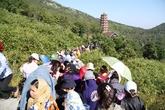 Biển người đổ về Yên Tử chiêm ngưỡng tượng Phật hoàng Trần Nhân Tông