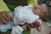 Ngằn ngặt tiếng khóc của bé thơ 6 tháng trong kinh hoàng bão lũ