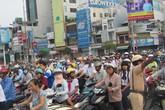 Cấm xe máy, đi bằng… đầu?