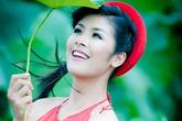 Hoa hậu Việt đọ lưng trần nõn nà với áo yếm