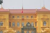 Hình ảnh cờ rủ Quốc tang Đại tướng khắp Thủ đô Hà Nội