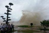 Hải Phòng: Nhiều người đổ xô đi xem bão đến