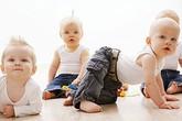 6 kiểu di chuyển cơ bản ở bé đang tập bò