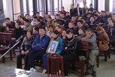 Xét xử vụ giết người tại Quảng Ninh: Gia đình nạn nhân ôm di ảnh bỏ về