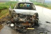 Tài xế taxi bị lột quần áo, đốt xe