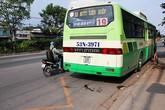 Một phụ nữ bị cửa xe buýt cắt nát chân