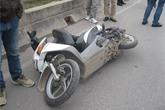 Vừa đi vừa nghe điện thoại, cô gái tử nạn trên cầu Vĩnh Tuy