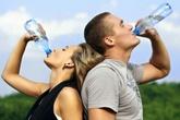 Bí quyết uống nước đúng cách trong mùa nóng