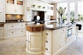 Nhà bếp trang nhã với sắc màu kem