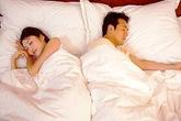 """Ngủ với chồng, mơ làm """"chuyện ấy"""" với người lạ"""
