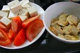 Ngọt mát canh nghêu nấu cà chua, đậu phụ