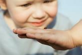 """""""Bắt bệnh"""" cho bé qua 9 dấu hiệu của móng tay"""