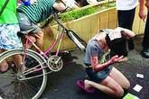 """Đuổi bắt """"dê xồm"""", cô gái bị đánh vỡ đầu"""