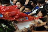 Mẹ và em gái gục ngã thời khắc tiễn biệt Wanbi Tuấn Anh