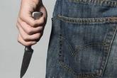Hãi hùng hai học sinh bị đâm dã man trước cổng trường