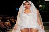Người mẫu Minh Tú diện váy cưới lộ phần nhạy cảm