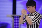 Quân Kun khiến giám khảo Idol hoảng sợ vì màn quỳ van xin