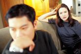 30 tuổi, chồng mình vẫn thích ngủ cùng với mẹ