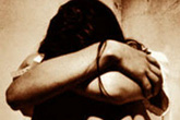 Cảnh sát xâm hại tình dục bé 12 tuổi