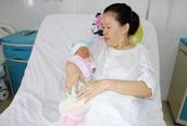 Mổ bắt con cho sản phụ bị khối u xơ ăn sâu vào tử cung