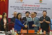 UNFPA trao tặng hơn 5.700 bộ đồ dùng cứu trợ khẩn cấp cho phụ nữ 3 tỉnh miền Trung Việt Nam