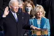 Hình ảnh ông Biden tuyên thệ nhậm chức Tổng thống