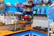 """Căn bếp 5m² luôn gọn sạch, thơm tho nhờ bí quyết """"nhỏ nhưng có võ"""" của ông bố trẻ Sài Gòn"""