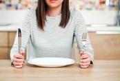 8 thói quen ăn uống độc hại bạn cần từ bỏ ngay nếu không muốn rước bệnh sớm