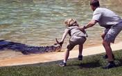 Bé 10 tuổi thản nhiên đối mặt với con cá sấu hung tợn