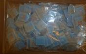 Bé 4 tuổi phát hàng trăm túi heroin cho bạn mẫu giáo vì nghĩ là kẹo