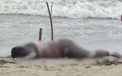 Xác người đàn ông trương phình bên bờ biển
