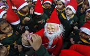 Thế giới tưng bừng chào đón Giáng sinh